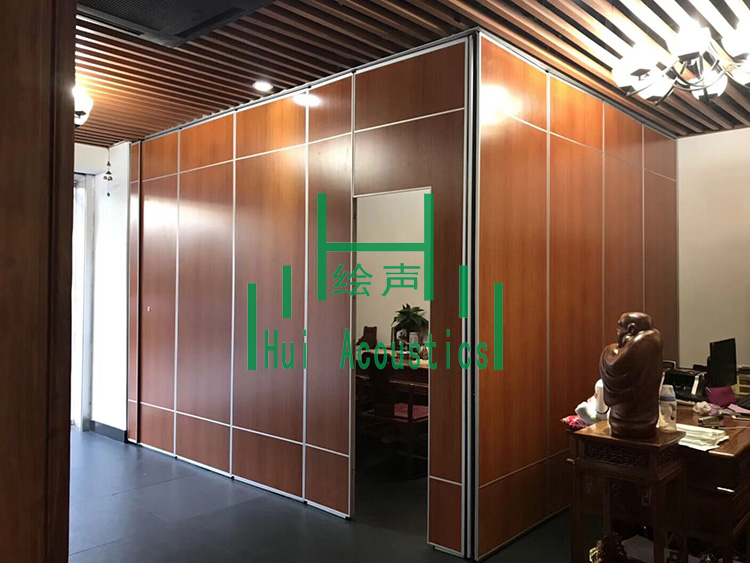 Operable Wall for Restaurant Booth Project Pictures & Soundproof Operable Wall Projects \u2013 HUI ACOUSTICS